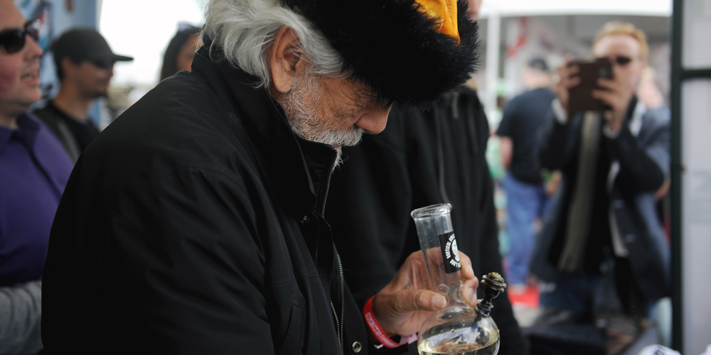 chong banner That time the feds rounded up Tommy Chong—and 50 others—for selling bongs