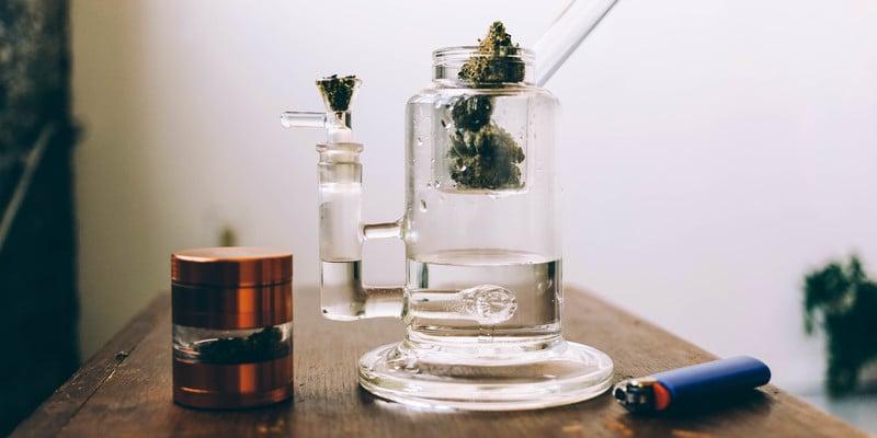 Acrylic bongs vs. glass bongs